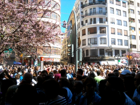 A busy Plaza del Ayuntamiento building up to Mascleta!
