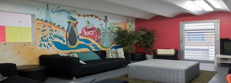 2nd floor lounge area (Image Credit: HelloBCN Hostel)