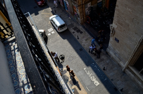 ...and a balcony looking straight down onto Calle de la Lonja below.